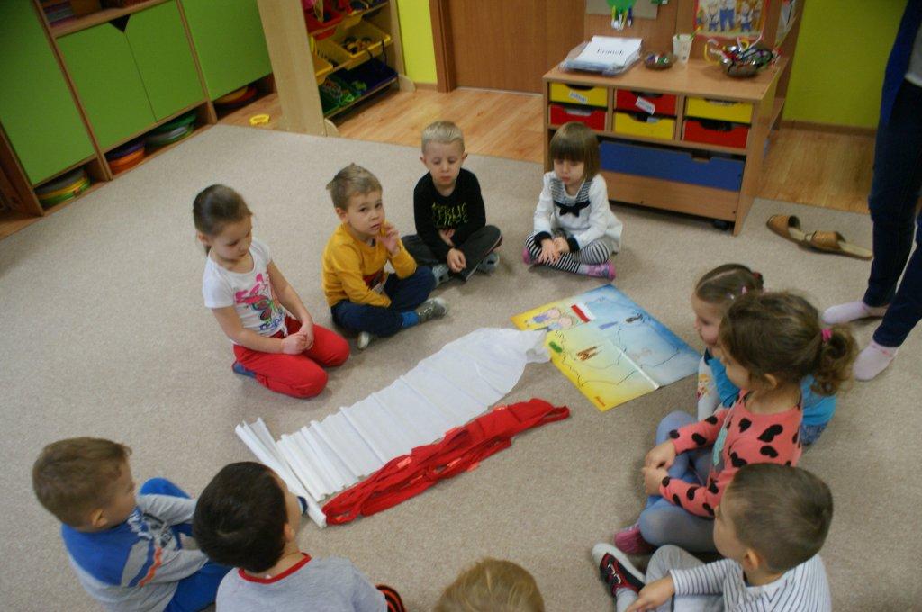 Kolory dumy i polskości, biały i czerwony w naszych sercach gości